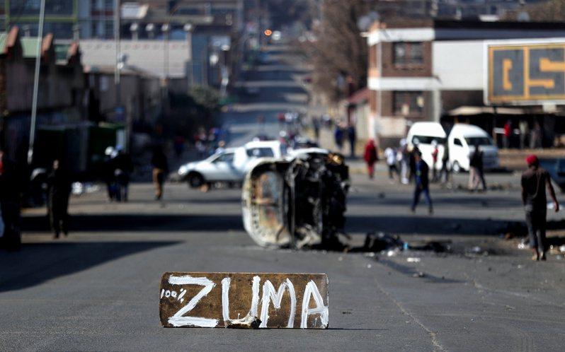 南非前總統祖馬罪7日入獄服刑,此舉引發支持者不滿出現大規模暴動。(路透)
