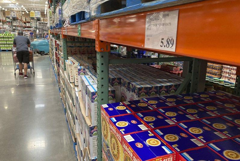 美國通貨膨脹日益嚴重,超市最能感受到物價上漲。圖為科羅拉多州的大賣場。(美聯社)