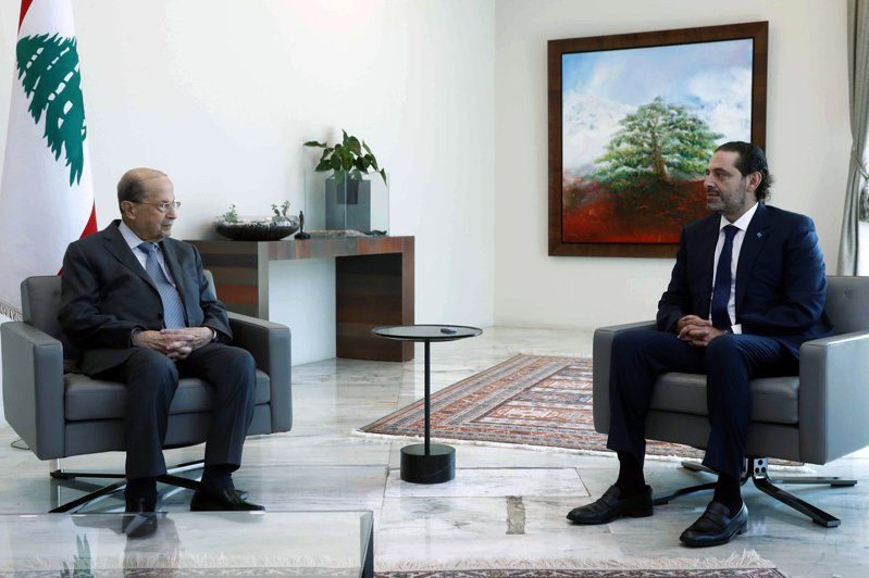 黎巴嫩候任總理哈里里(右)遞交24名閣員名單後,跟總統奧恩(左)就人選問題不對盤,15日宣布辭職。歐新社