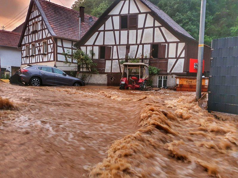 德國科布倫茲巿災情最慘重地區之一萊因-法耳次邦,多人死亡,民房倒塌。(美聯社)