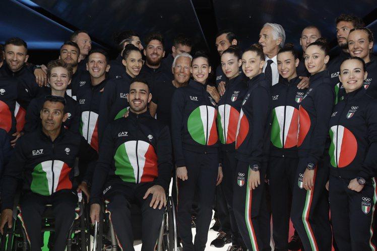 義大利奧運代表隊的隊服是亞曼尼設計的運動套裝,以義大利國旗的紅綠白配色,重新詮釋...