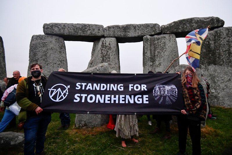 示威者6月要求保護巨石陣。(路透)