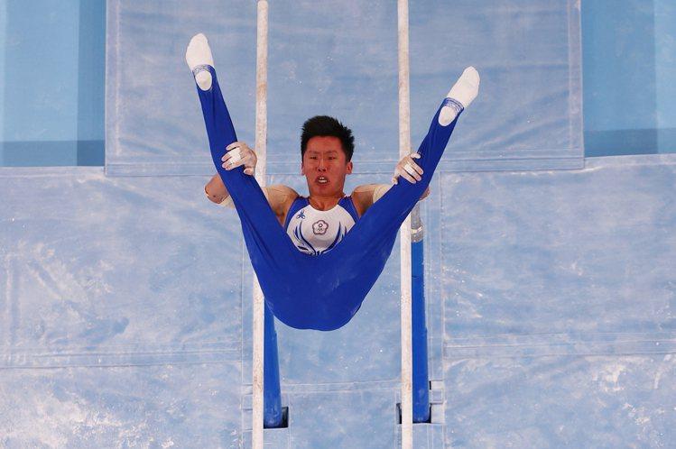 台灣「鞍馬王子」李智凱在最拿手的鞍馬以最高排名取得決賽門票。圖/路透社
