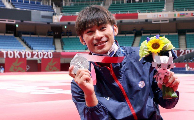 台灣「柔道男神」楊勇緯昨天在東京奧運男子60公斤級決賽奮戰,最後不敵日本名將高藤直壽,但仍贏得中華代表團本屆奧運首面獎牌。(特派記者余承翰/東京攝影)