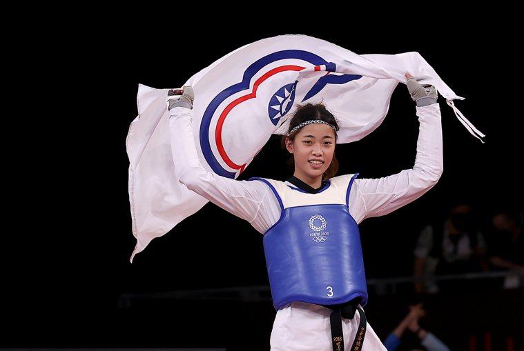 19歲跆拳道女將羅嘉翎昨在東京奧運女子57公斤級銅牌戰勝出,為中華代表團再添獎牌...