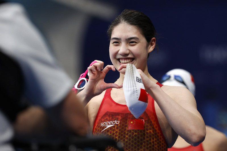 東京奧運會游泳比賽女子200米蝶泳決賽在東京水上運動中心舉行,中國選手張雨霏以2分03秒86的成績摘得金牌,並打破奧運會記錄。(中新社)
