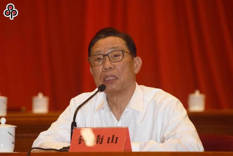 鍾南山表示中國國產疫苗對防治Delta變異株有效,非常安全。圖為今年5月31日鍾南山出席中國科協第十次全國代表大會。(中新社)