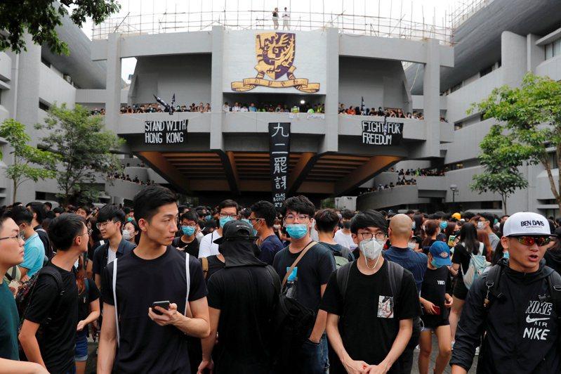 有專家認為,香港中文大學失業率達5.7%,不能排除政治因素。圖為學生為反送中事件罷課。(路透資料照片)