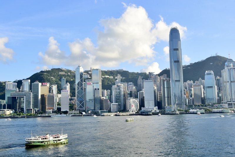 中原城市領先指數CCL最新報191.34點,較2019年6月舊紀錄超0.45%,今年累漲8.6%。圖為香港維港高樓聳立。(中通社)