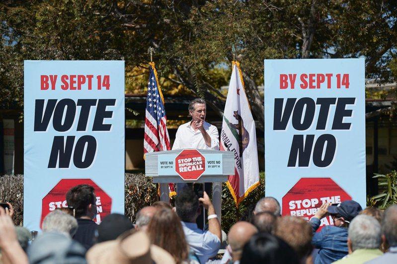 加州州長罷免案14日投票,州長紐森保住州長大位。(取材自紐森推特)
