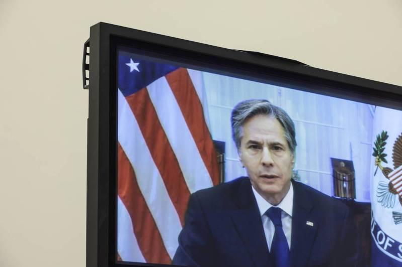 國務卿布林肯13日透過視訊在眾院外交委員會上,為拜登總統的阿富汗撤軍一事辯護。(Getty Images)