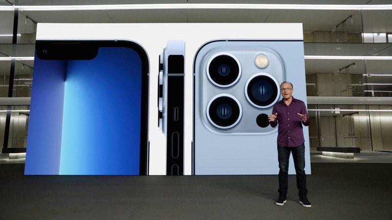 iPhone 13系列昨(15)日於蘋果秋季發表會發布,預計於9月24日登台開賣,各家電信業者及網路平台紛紛宣布開放預約登記。(路透)