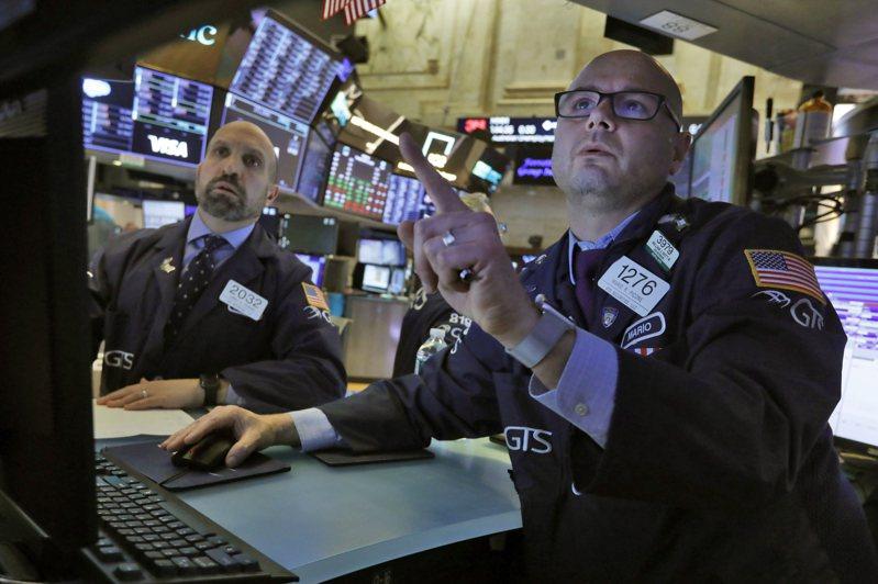 由於受惠經濟重啟的股票努力抵銷科技股的跌勢,美股4日盤中大幅震盪。美聯社