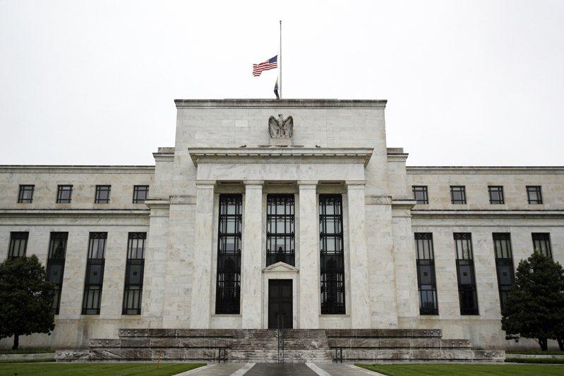 聯準會(Fed)表示在未來幾年將繼續保持利率偏低,道瓊工業指數小漲,而主要科技股迫使史坦普500指數吐回所有漲幅。美聯社