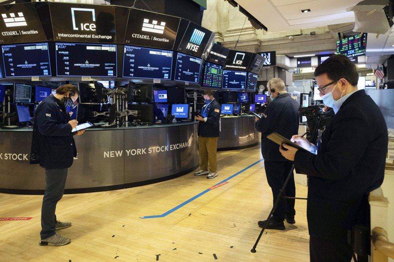由于交易员对国会通过经济纾困方案变得更加乐观,股指大幅上涨。美联社(photo:UDN)
