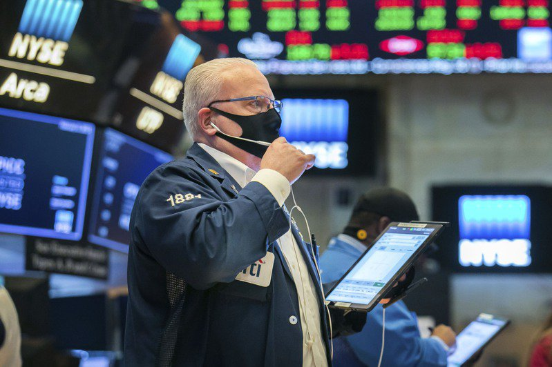 道琼工业平均指数小幅攀升至历史新高,投资人消化了最新一批公司财报以及通膨减弱的经济数据。(美联社)(photo:UDN)