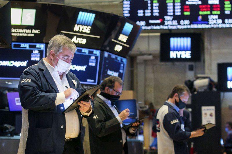 科技股的大幅下跌拖累了史坦普500指數,因為債券殖利率持續上漲削弱了成長型股票的誘因。同時,投資人湧入經濟敏感個股,看好它們會捲土重來。美聯社