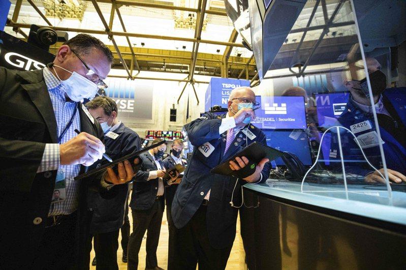 科技股領跌,回吐前一交易日的強勁漲幅,股指收跌。(美聯社)