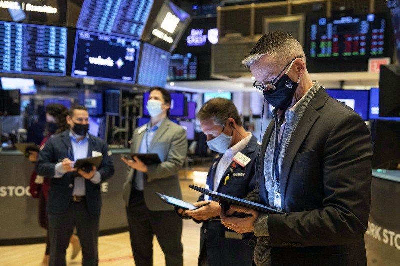 在主要科技股強勁反彈下,史坦普500指數再創新高。美聯社