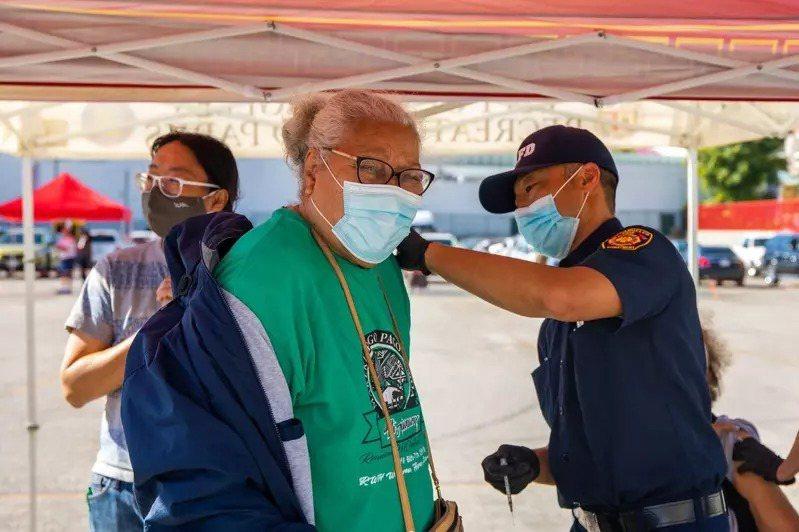 洛市所有疫苗站將全面開放無需預約。(洛杉磯縣衛生局提供)