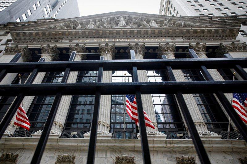 由於關鍵的通膨數據顯示物價上漲壓力高於預期,導致科技股全面重挫,美股大幅下跌。路透