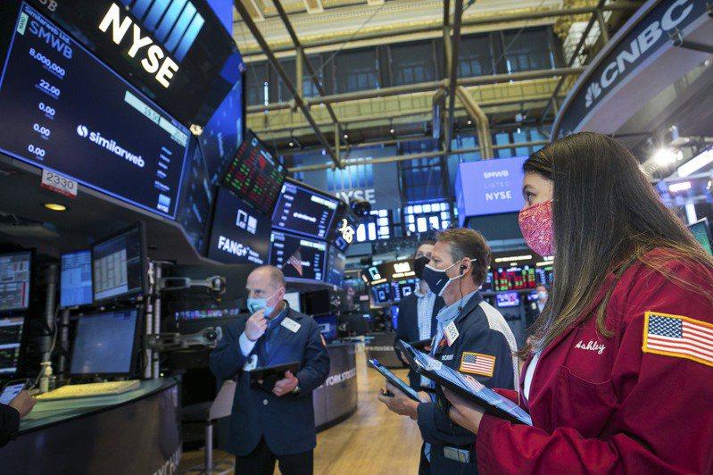 美股從前一個交易日的大跌中反彈。(美聯社)