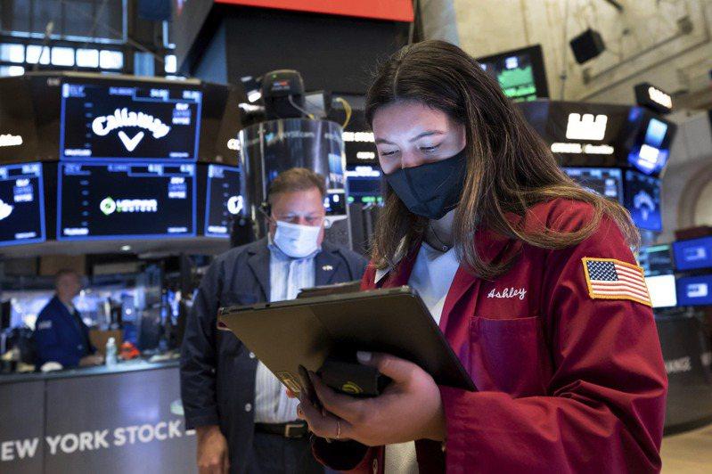由於市場陷入進退兩難,美股回吐早盤漲幅,收盤下跌。(美聯社)
