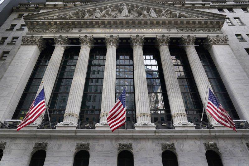 2日,美股小幅上漲,史坦普500指數徘徊在歷史高點附近。(美聯社)