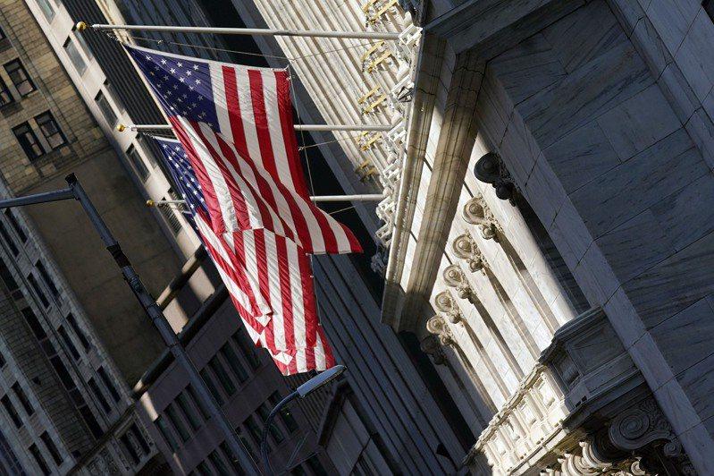 美股小幅上漲,史坦普500指數再創新高,華爾街本周收升。(美聯社)