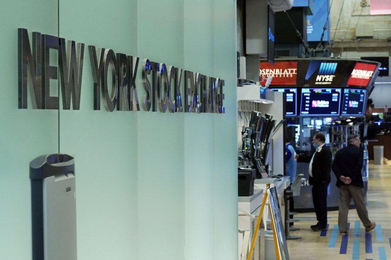 交易員迎接動盪的9月最後一周,加上美國國債殖利率上漲,美股27日走勢分歧。美聯社